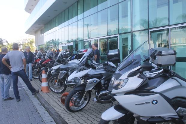 Motos - Frente do Hotel