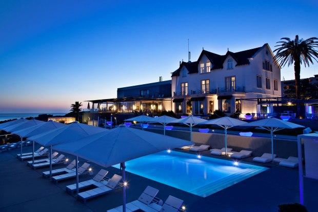 Farol Hotel night