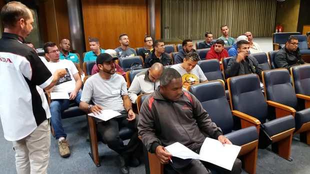 Turma de instrutores durante aula teórica no Detran.SP