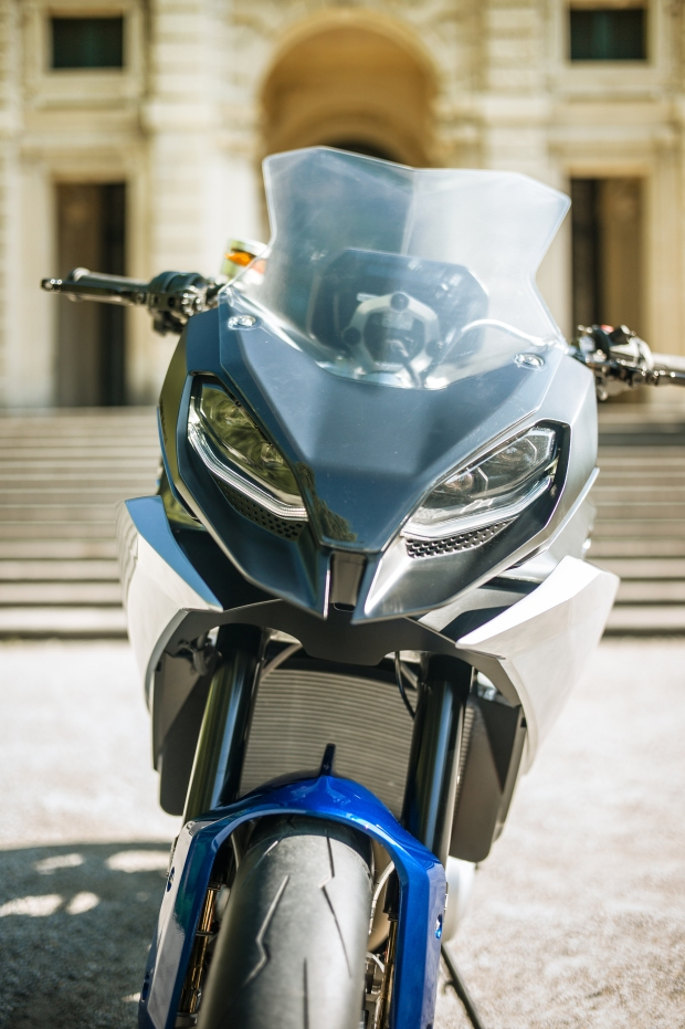 P90305946_highRes_bmw-motorrad-concept