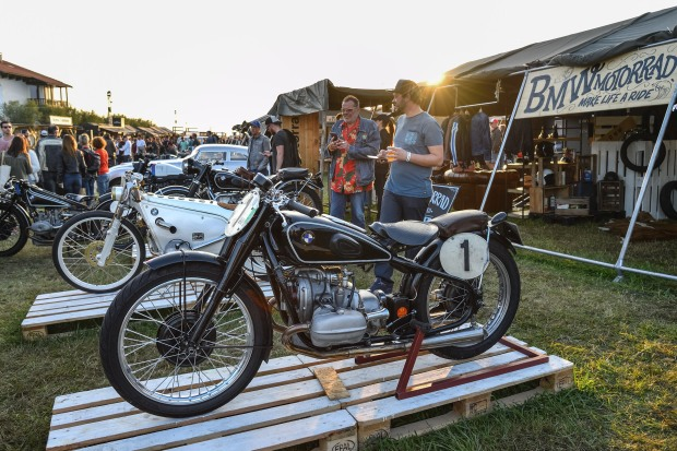 P90309251_highRes_bmw-motorrad-classic